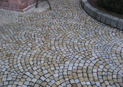 Granitmosaikpflaster, Bogenpflasterung, gelb-grau
