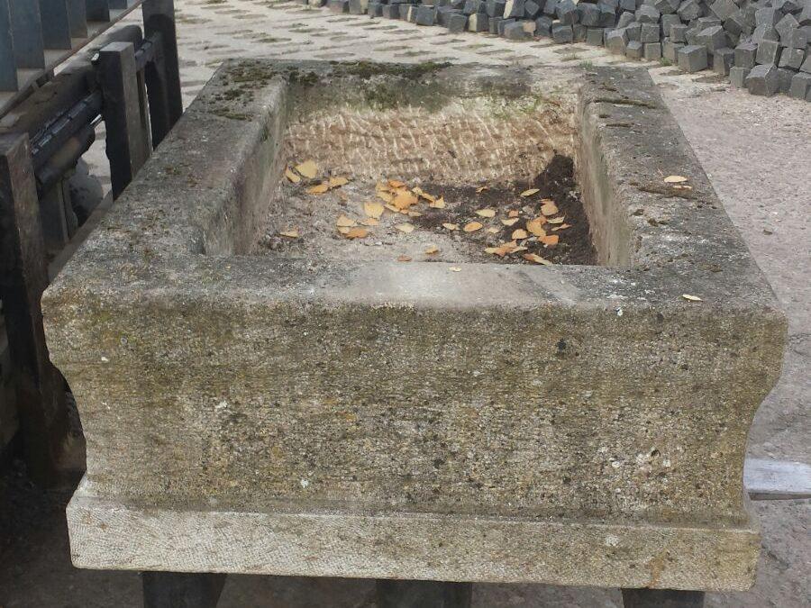 Tröge aus Granit
