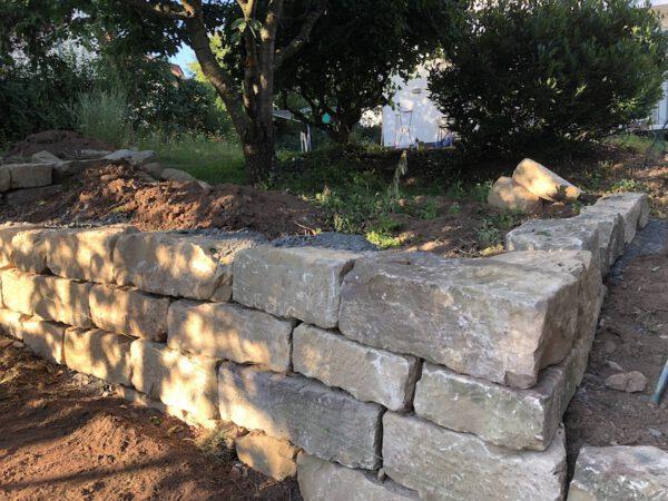 Sandsteinmauerwerk beige aus altem Gewölbekeller